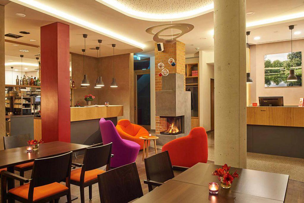 FLOTTWELL BERLIN Hotel - Blick in die Lobby